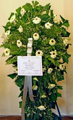 Mahinda-Flower-wreath